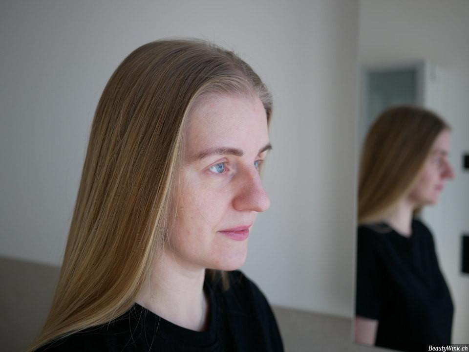 Das Gesicht vor der Anwendung der Augenmaske
