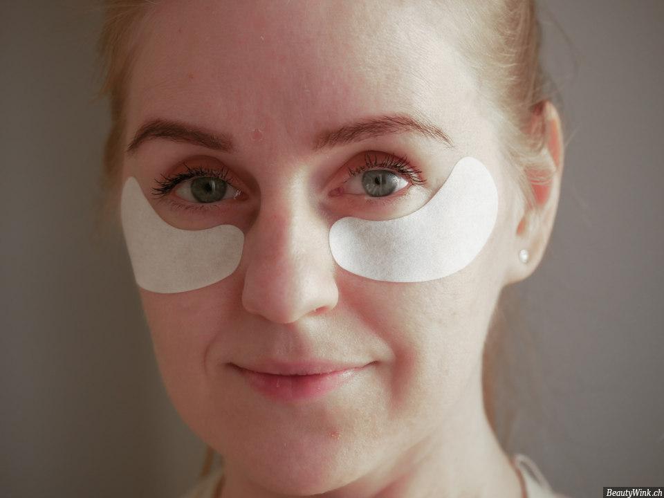 Babor Skinovage Augenpads auf der Haut