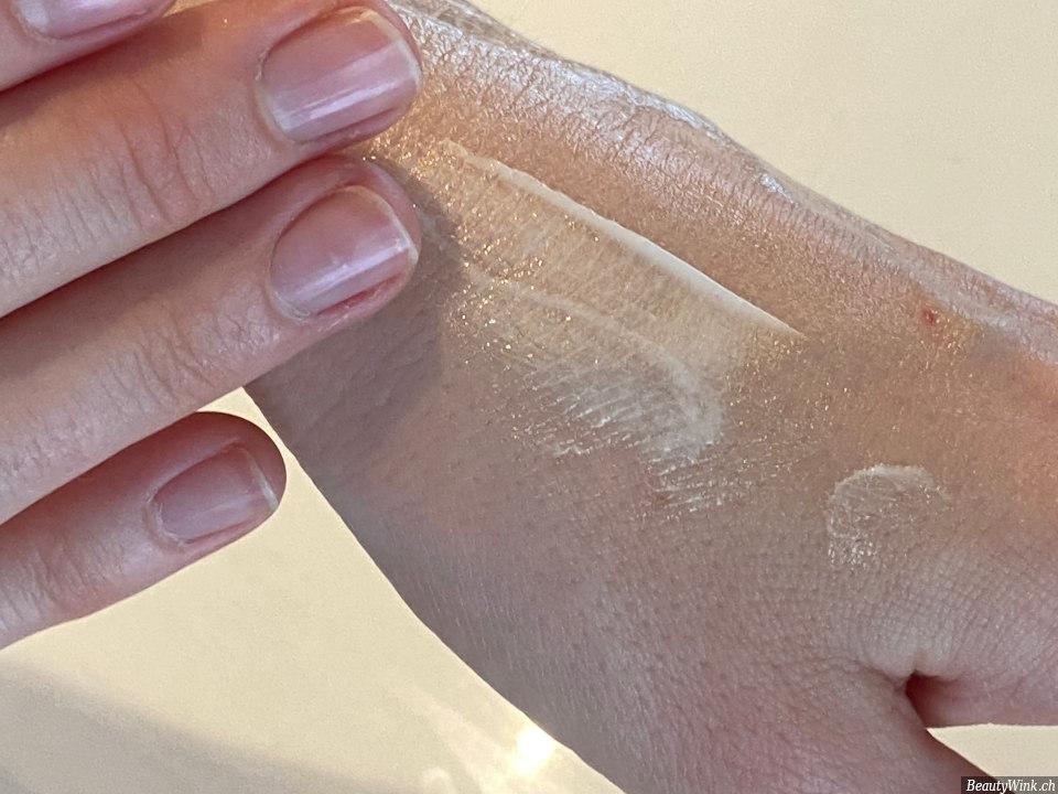die glänzende Haut nach der Anwendung MAC Cosmetics Strobe Cream