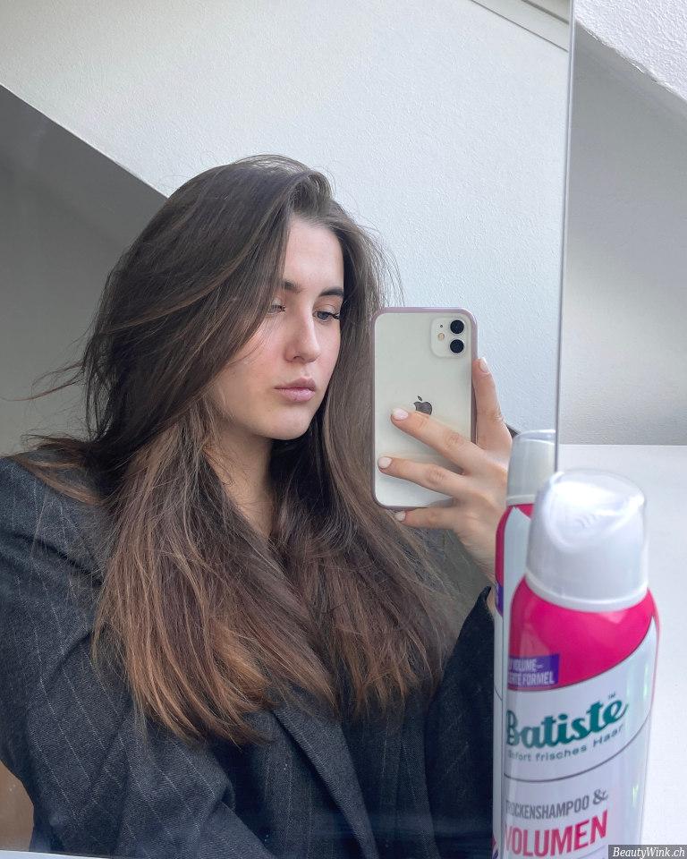 Batiste Trockenshampoo Volumen das Ergebnis auf dem Haar nach der Anwendung