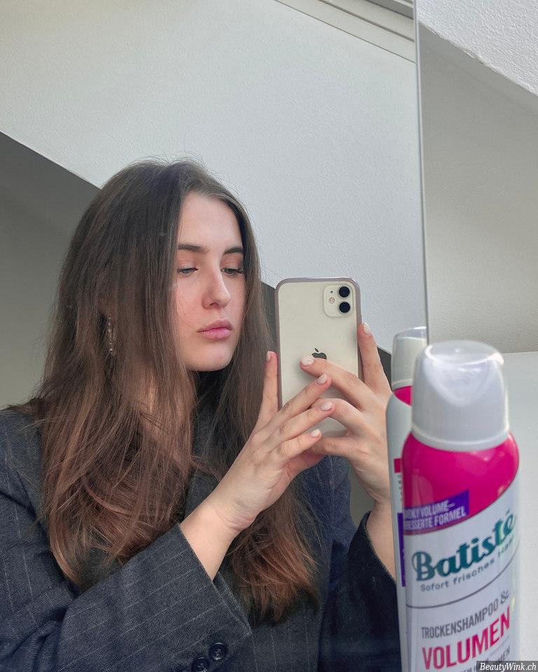Batiste Trockenshampoo Volumen das Haar vor der Anwendung