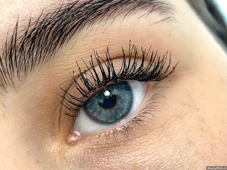 Benefit They're Real! Magnet Mascara nach der Anwendung