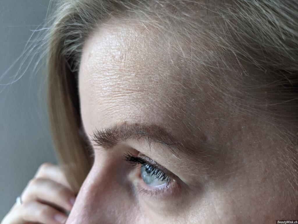 Der Effekt der Clinique Even Better Clinical Serum Foundation SPF20 auf dem Gesicht