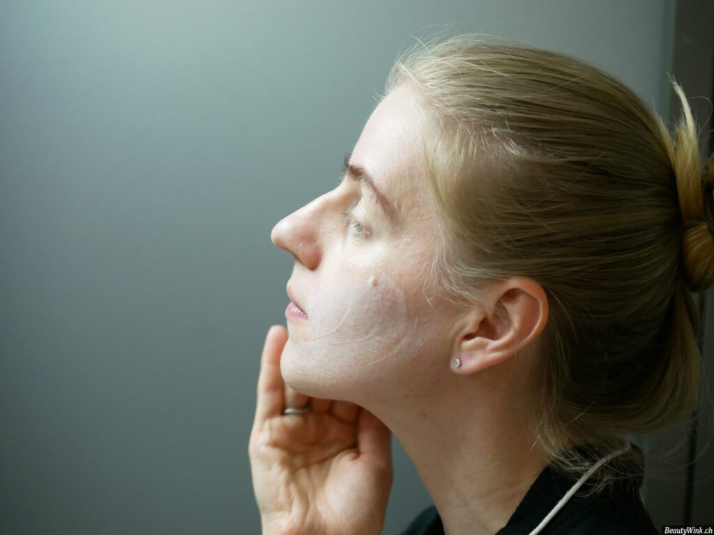 Clinique Even Better Brighter Moisture Mask, die Textur auf dem Gesicht