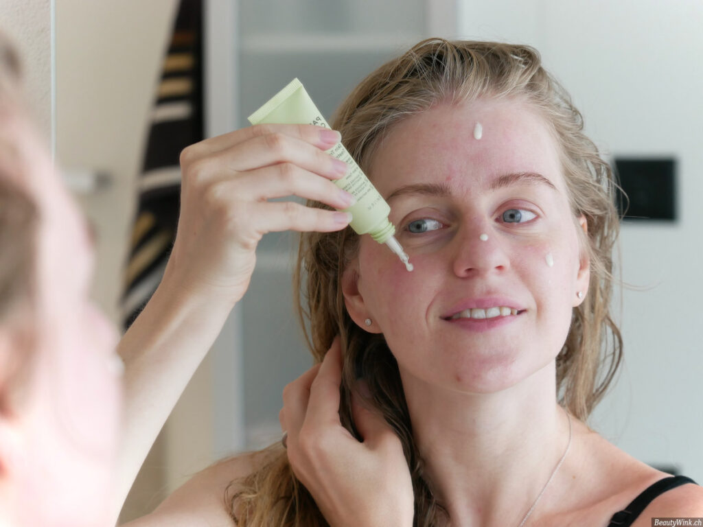 Paula's Choice CBD Skin Transformative Treatment Milk Auftragen